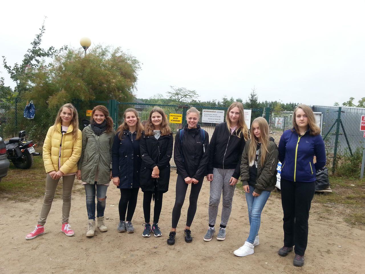 Wolontariusze z naszej szkoły w schronisku dla zwierząt