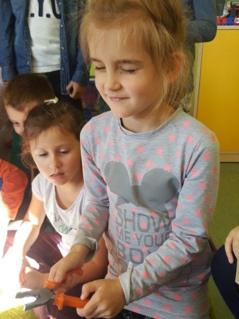 Dzieci podczas zajęć w świetlicy